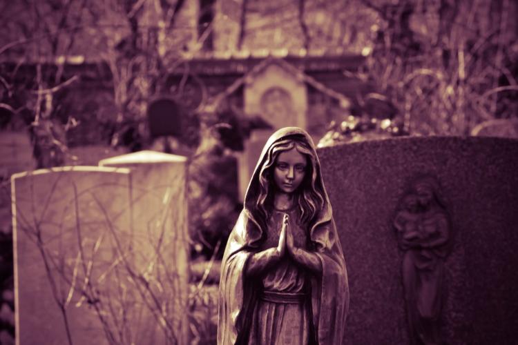 Какую молитву читают на кладбище